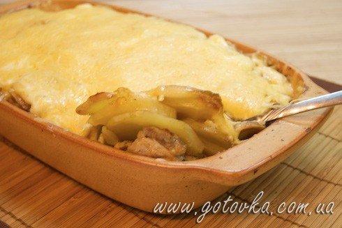 Картофель запеченный с филе индейки под сыром