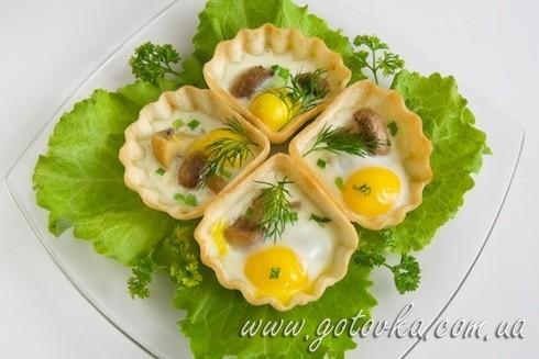 Яичница из перепелиных яиц с грибами в тарталетках
