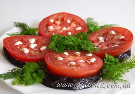 Баклажаны с помидором и чесноком