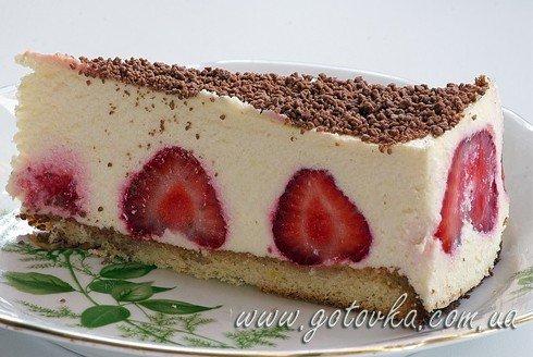 Клубнично творожный торт