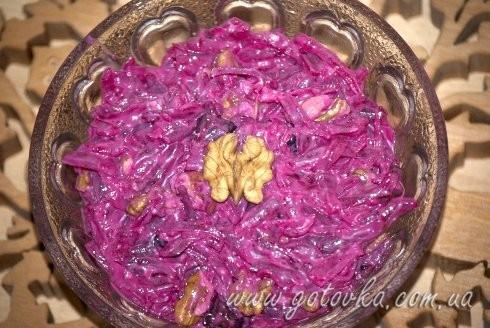 Салат из свеклы, чернослива и орехов