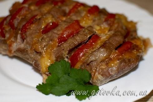 Свинина с помидорами и сыром