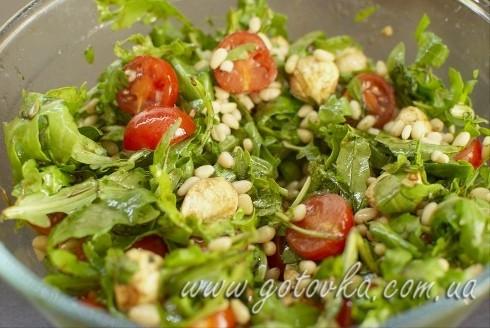 салат моцаррела, помидоры, руккола