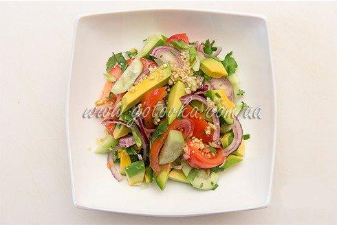 тайский салат с авокадо