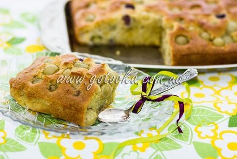 Бисквитный пирог с виноградом