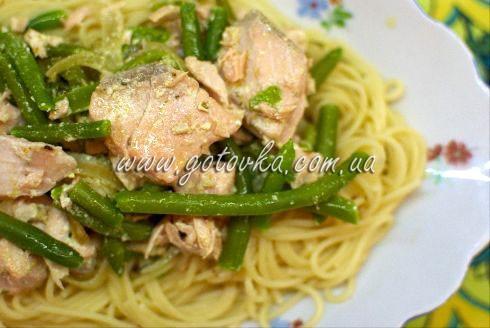 Спагетти с форелью и зеленой фасолью