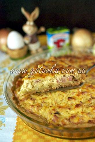 луковый пирог с плавленым сыром и ветчиной