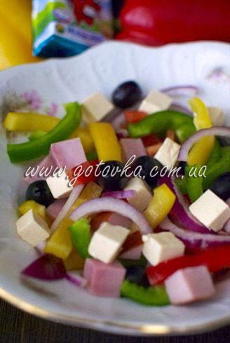 салат со сладким перцем, ветчиной и плавленым сыром