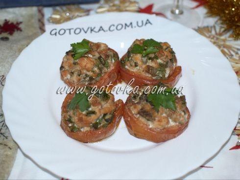 Запеченые помидоры, фаршированные семгой и оливками