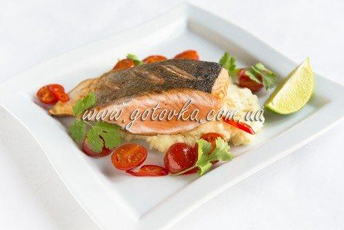 Жареный лосось и пюре с васаби