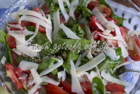 Итальянский салат с тунцом и помидорами простой рецепт