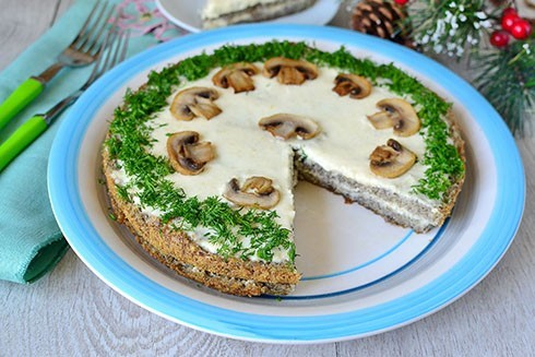 закусочный торт бисквитный с грибами