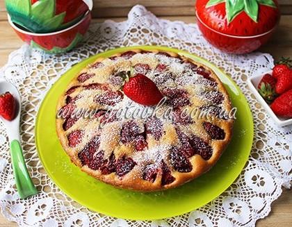 Рецепт пирога с клубникой на быструю руку