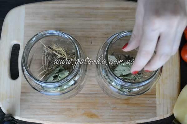 marinovannie-pomidory-v-litrovih-bankah (1)