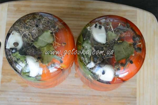 marinovannie-pomidory-v-litrovih-bankah (2)